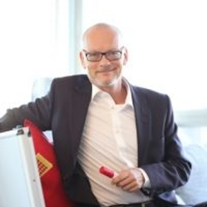 Jörg Wenzel (Founder and President, W4 Marketing AG &W4 China)